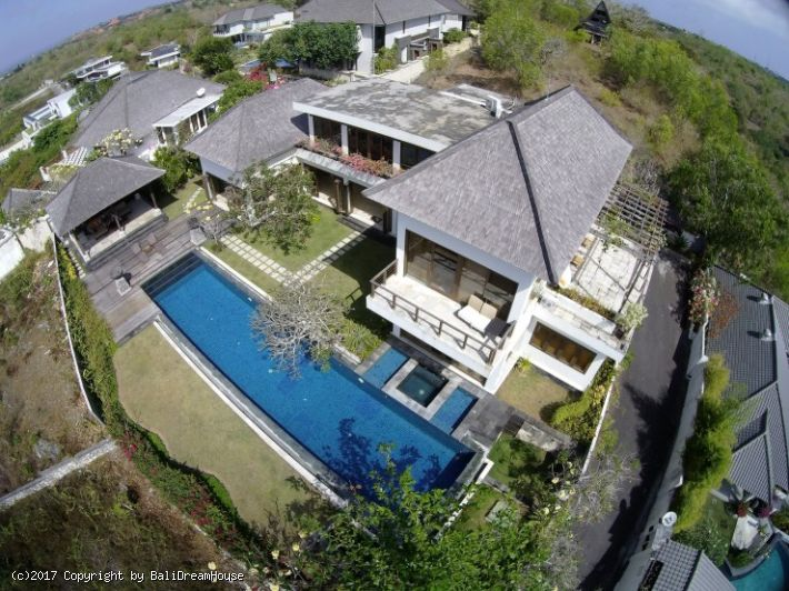 3-Bedroom beautiful ocean view villa for rent in Jimbaran