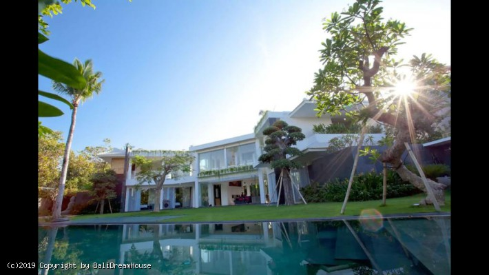 5-Bedroom villa for rent in Pererenan