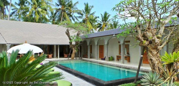 maison bali location good this chic villa for rent in canggu located within walking distance to. Black Bedroom Furniture Sets. Home Design Ideas