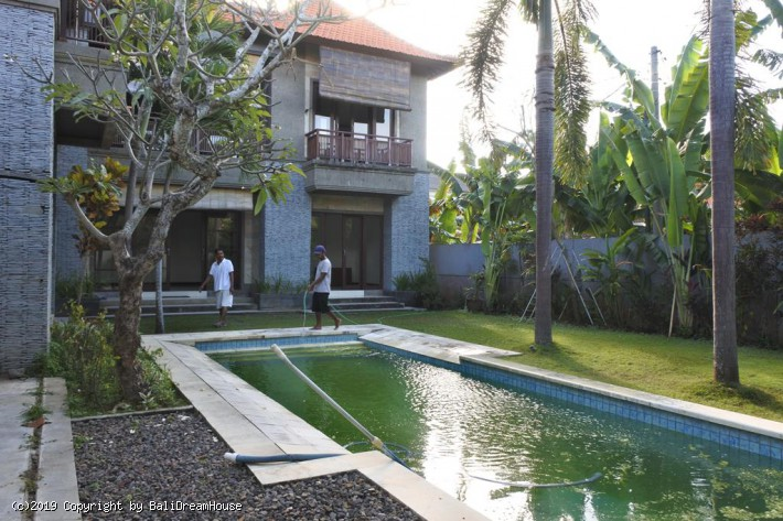 4-Bedroom beach side villa for rent in Sanur