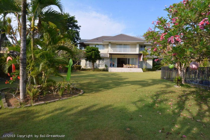 5-Bedroom beach side villa for rent in Sanur