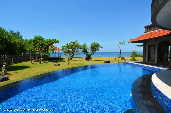 3-Bedroom Beach front villa for rent or sale in Klungkung