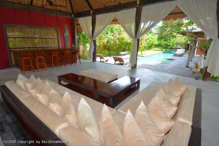 4-Bedroom Tropical hideaway in Seminyak