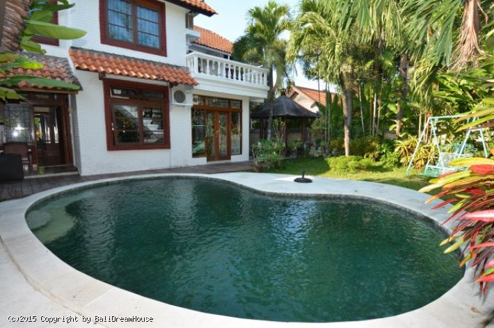4-Bedroom villa for rent in Petitenget