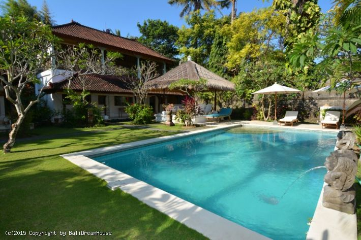 6-Bedroom beach side villa for rent in Sanur