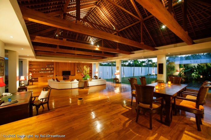 5-Bedroom Astonishing Villa for Sale in Seminyak