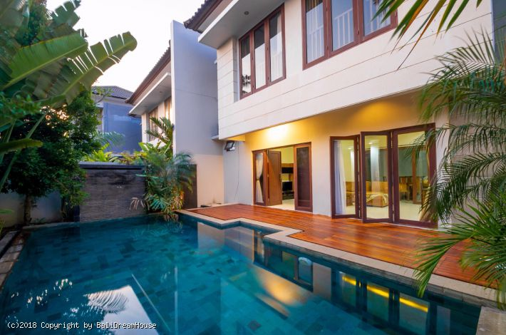 4 Bedroom Villa For Rent In Sunset Road Seminyak Kuta