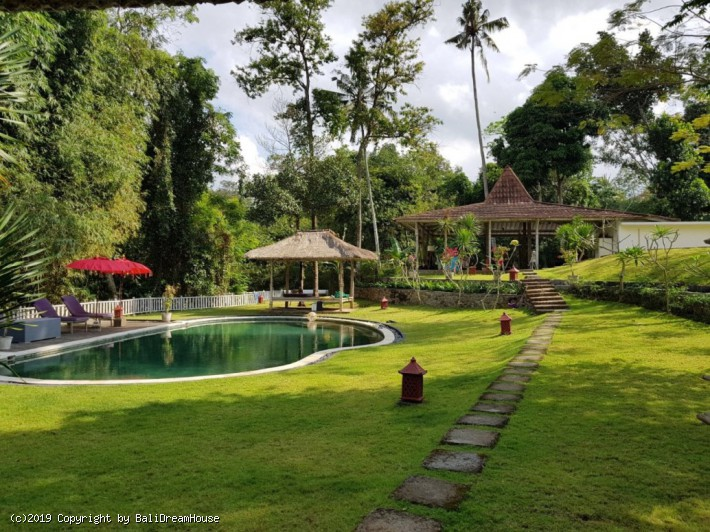 5-Bedroom 36 are villa for rent in Ubud